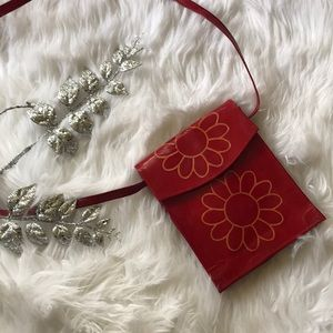💄 Red Leather Daisy Messenger Bag